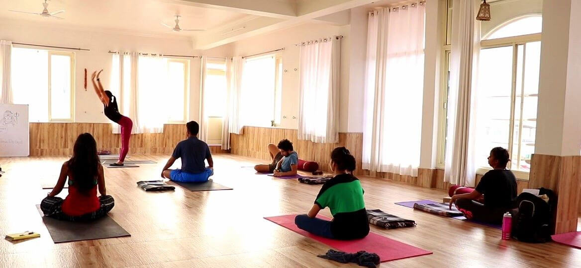 300-hour-yoga-ttc-in-rishikesh-India